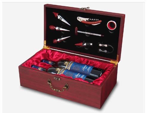 מארז יוקרתי הכולל קופסת עץ שני בקבוקי יין וסט לפתיחת בקבוקי יין